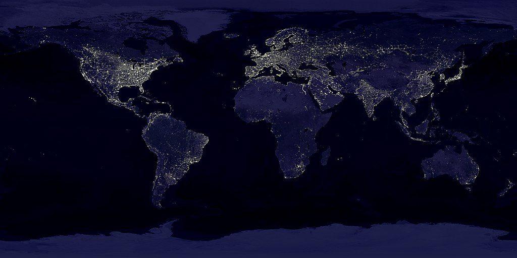 image composite de la Terre la nuit